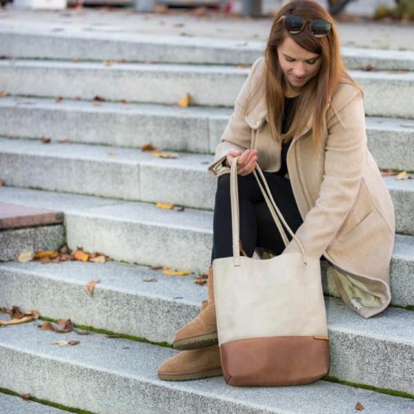 Auf der Treppe Shopper Handtasche Schultertasche Leder Faserstoff Beige und Braun Fair und Nachhaltig