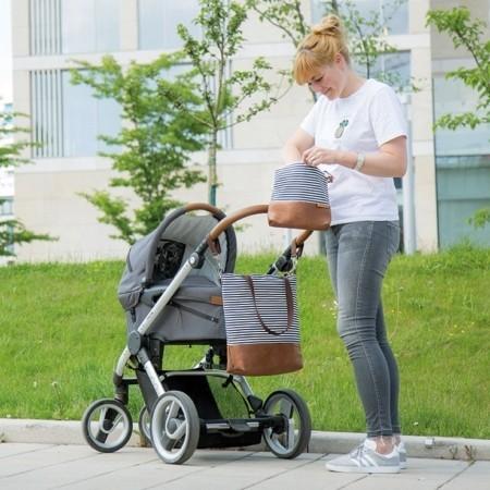 In Aktion: Wickeltasche-Kinderwagentasche-Leder-Faserstoff-Maritim