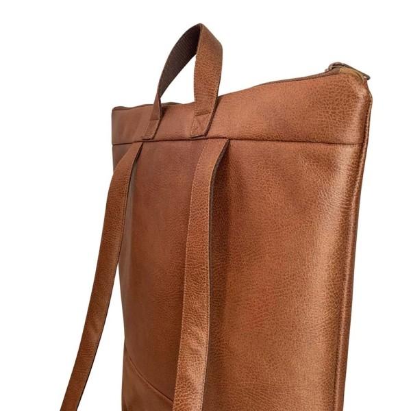 Nahaufnahme Rucksack Backpack Leder Faserstoff Braun Fair und Nachhaltig