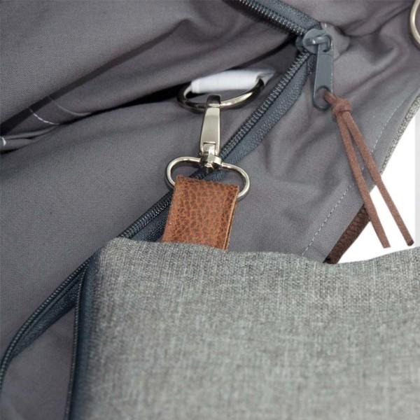Detailansicht Schlüsselring: Wickeltasche Kinderwagentasche Leder Faserstoff Grau Nachhaltig und Fair