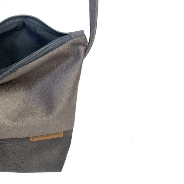 Innenansicht Umhängetasche Leder Faserstoff Grautöne Fair und Nachhaltig
