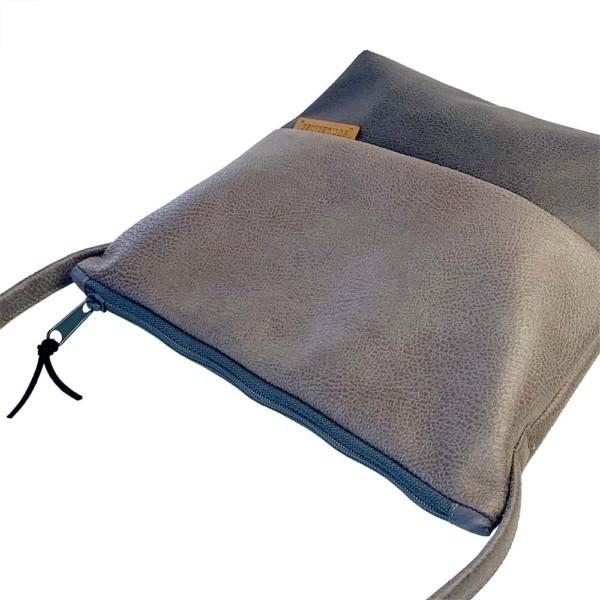 Seitenansicht Umhängetasche Leder Faserstoff Grautöne Fair und Nachhaltig