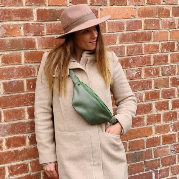 Quer getragen in Aktion Guerteltasche Leder Faserstoff Bowleanies Khaki |Olivgrün