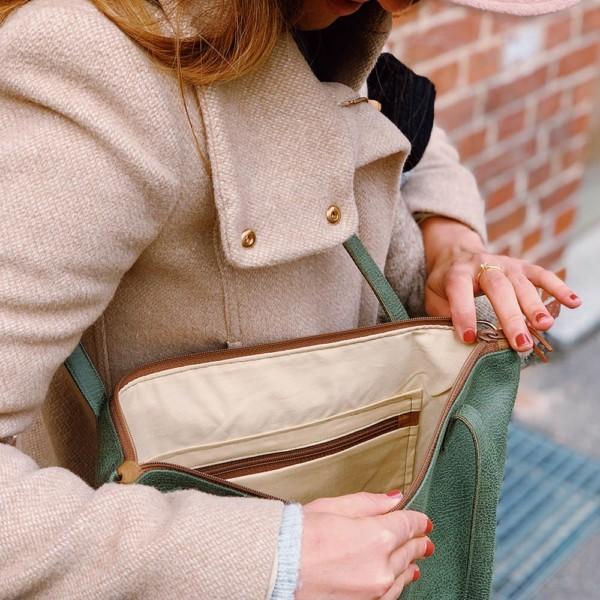 Detailansicht Shopper Umhängetasche Schultertasche Leder Faserstoff Khaki Braun mit Reißverschluss