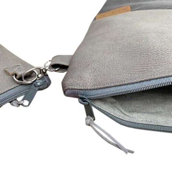Leder Faserstoff Wickeltasche Grau Detailansicht Windeltasche