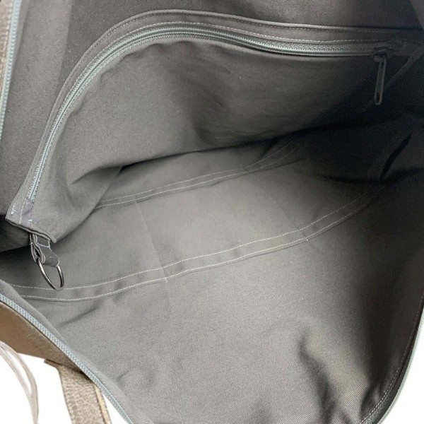 Leder Faserstoff Wickeltasche Grau Innenansicht mit verschiedenen Innentaschen