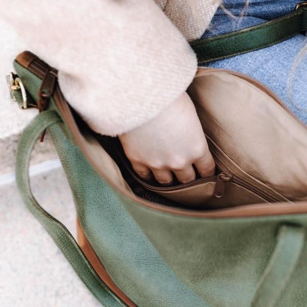Shopper mit Reißverschluss in Khaki & Braun Innenansicht